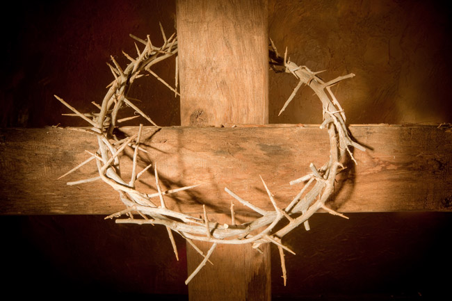 rugged-wood-cross-with-thorn-crown